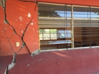 Structural damage in the classrooms and sanitation services of the Vicente Guerrero school.